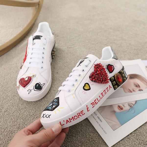 Os recém-chegados das mulheres dos homens de couro genuíno branco com vermelho strass coração low top sneakers, flats designer marca de moda causal shoes 34-45