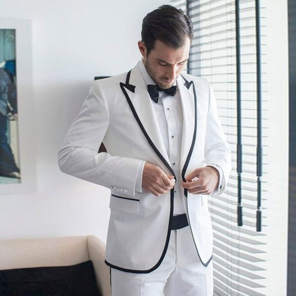 Designer Mens Prom Suits Peaked Lapel Wedding Suits For Men Cheap Groomsman Tuxedos Two Pieces Groomsman Blazers Jacket+Pants+Bow Tie