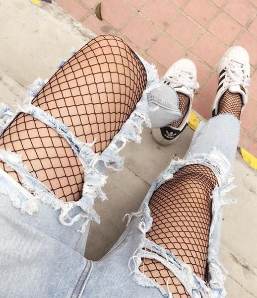 Las nuevas señoras del verano del modelo de la red de cintura alta ahuecan hacia fuera las polainas transparentes atractivas mujeres delgadas malla negro ropa