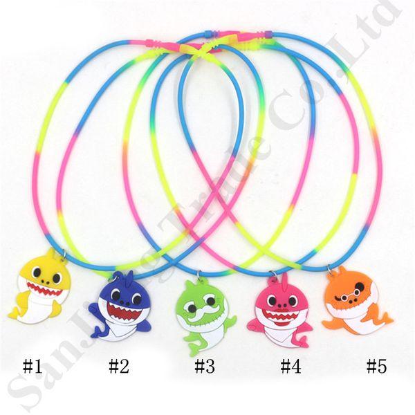 Bambini Baby Shark Designer Collana bambini in silicone catena di moda arcobaleno dei cartoni animati di fascino del fumetto PVC morbido ciondolo bambini regali di partito C71607
