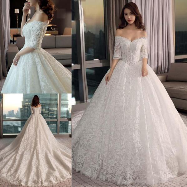 Vestido de fiesta 2019 Vestidos de novia Brillantes fuera del hombro Media manga Bordado de encaje Perlas de cristal Ilusión Capilla Tren Vestidos de novia
