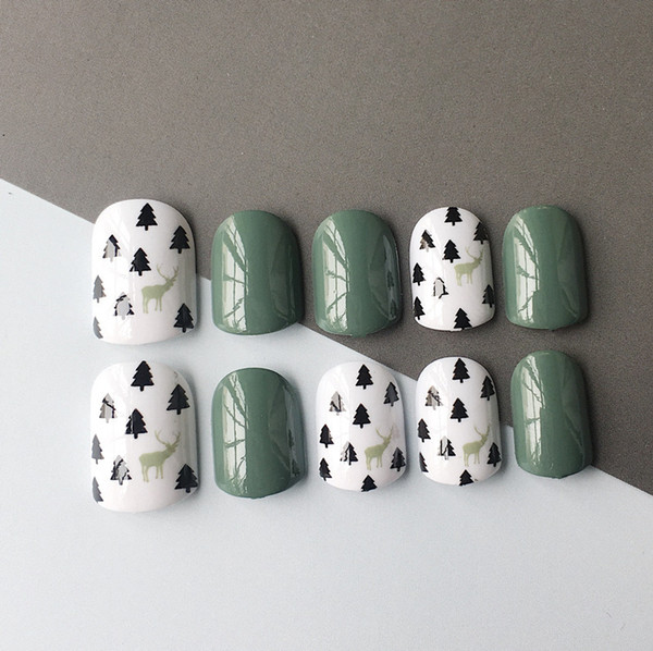 24pcs Green Tree And Deer Fake Tips Short Oval Full Cover False Art Tips Press On Nail Faux Ongles For Christmas Gift