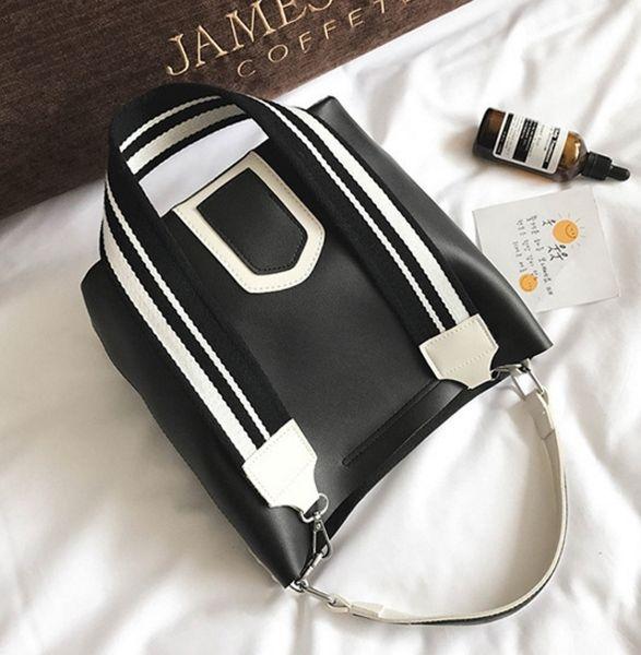 Ücretsiz kargo yeni kadın çantası Kontrast çanta vahşi Messenger çanta geniş omuz askısı kova çanta B2628