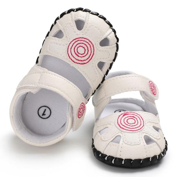Verão recém-nascido Sandálias Do Bebê Da Menina Oco Bordado Impresso Princesa Sandálias Antiderrapante Sapatos Macios das Crianças
