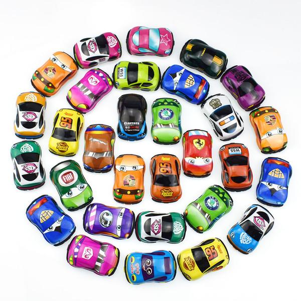 Nuovi stili 5,5 cm Cartone animato per bambini PVC Soft Shell Tirare indietro Car Racing Car Football Calcio Twist Egg Toy Regalo per bambini L308