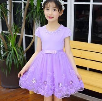 # 2 niñas vestidos de flores