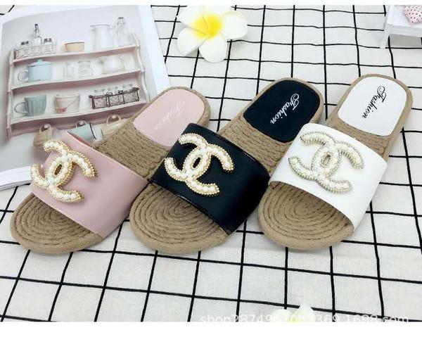 Livraison gratuite Femmes Slide Summer Mode Coréenne Large Plat Glissant Avec Des Sandales Épaisses Slipper Maison Stud Flip Flop Avec Pointe Pour Femme