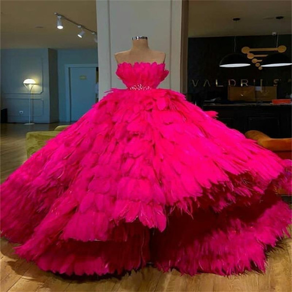 Ostrich Feather Fuchsia Prom Dresess 2019 Beading Belt High Low Strapless Luxury Evening Gowns Custom Made Red Carpet Party Dress