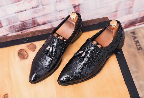 Diseñador de los hombres zapatos de vestir Hombre de la borla de los holgazanes del traje de cuero de negocios zapatos de punta estrecha formal de zapatos de boda Oxford Hombre Mocasines Para Hombres