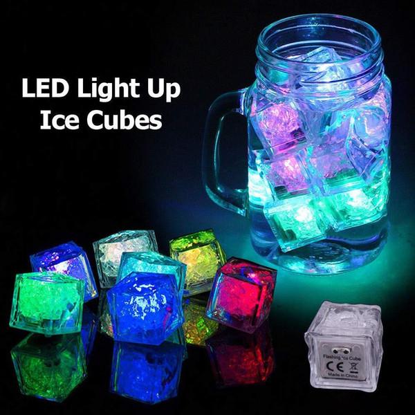 Cubo de hielo Luz LED Intermitente Sumergible Multicolor Sensor de líquido Resplandor de iluminación para beber Vino Fiesta de bodas Decoración de la barra