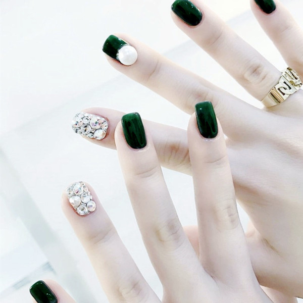 24 teile / satz Grün Voller Diamanten Falsche Nägel Weiß Pre-design Kurzen Runden Kopf Full Cover Nagelspitzen Fertige Nail art