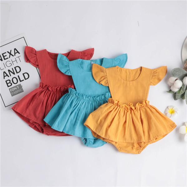 Neueste stilvolle Kleinkind Baby Mädchen Strampler Kleider Leinen Bio-Baumwolle Stoff leere Rüschen Fly Sleeve zurück Holzknopf Neugeborenen Overalls