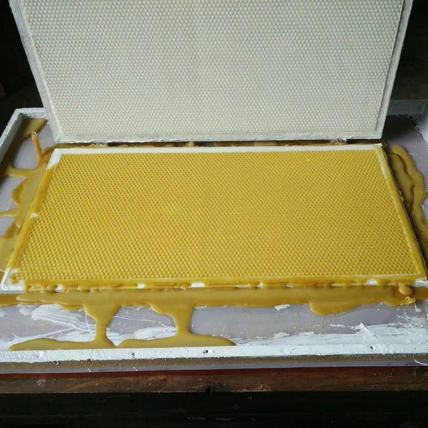 2019 new model ea y operation bee wax foundation machine notebook bee wax foundation machine portable foundation machine