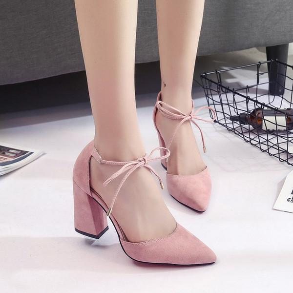 Designer de Vestido Sapatos Mulheres Bombas 2019 verão cinta de salto alto de espessura com pontas ocas sandálias de camurça cinza das mulheres