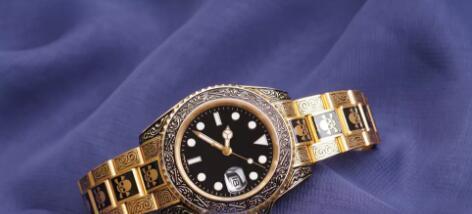 Relojes para hombre con reloj de calavera dorada Esfera negra con cierre desplegable de calendario Master Male Gift Relojes automáticos para hombre.
