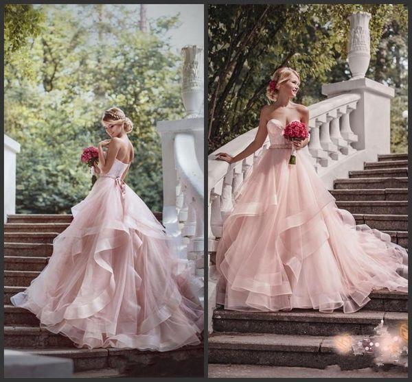 2019 New Blush Pink Garden Brautkleider mit Band Schatz Perlen Rüschen Rock Prinzessin Bohemian Brautkleider mit Sweep Zug 336