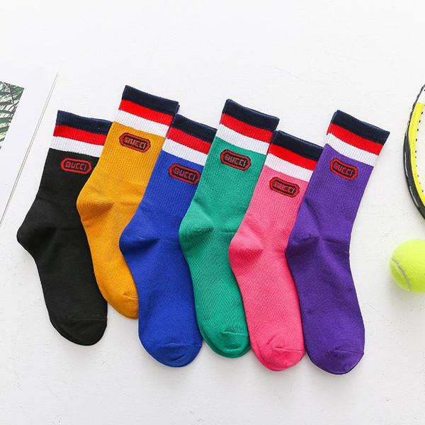 Herren Frauen Designer Socken Socken Brief Persönlichkeit Rohr Socke Koreanische Version des Netzes rot mit der Flut Marke Haufen von Socken Straße groß