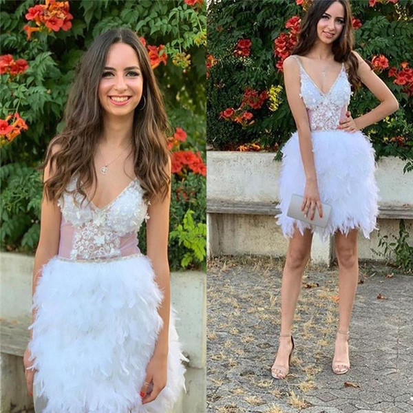 Robes de cocktail sexy taille Illusion taille avec appliques Spaghetti V Cou Club Wear robe plumes Mini courtes robes de bal