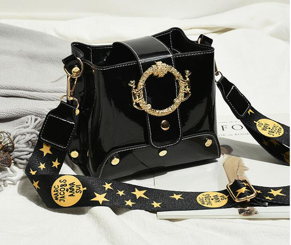 hot women's Body Totes Shoulder Bags Duffel Bags Backpack BEE tiger snake fashion bags High quality white black NO004