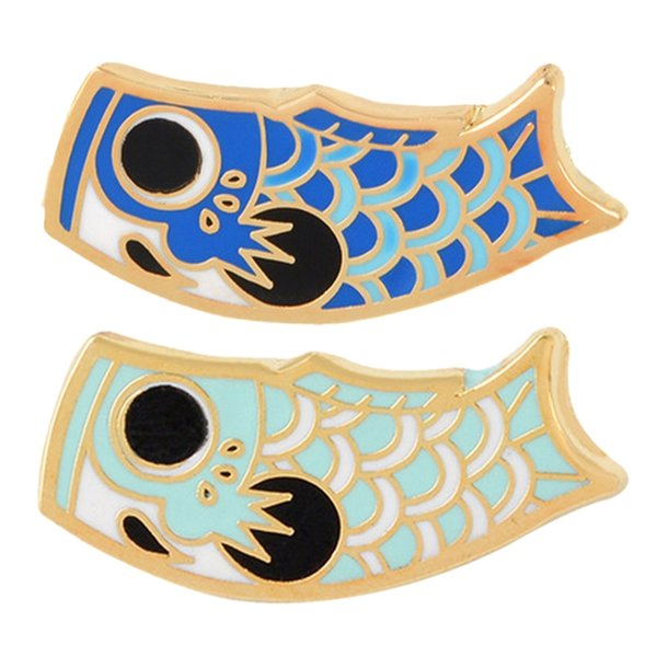 2 PC-Karikatur-Fisch-Flagge Karpfen Brosche japanische Koi weiche Emaille Pin Paar-Geliebte Abzeichen nette Tierhalsband Brosche - Blau Navy Bl