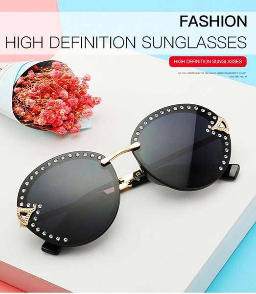 Kadın Yaz Rhinestone Güneş Degrade Shades PC Lens Elmas Dekor Plaj Sürüş Seyahat Sunglass Kadın W5 Için Güneş Gözlüğü