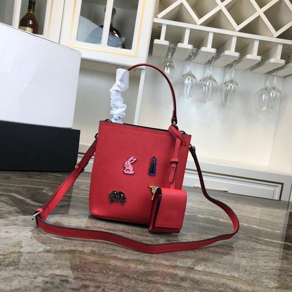 Compre Bolso De Diseño Clásico 2019 Nuevas Mujeres De La Manera Azul Blanco Negro Rojo Del Bolso De Embrague Real De Totalizadores De Cuero De Alta