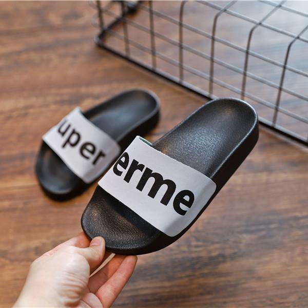 Enfants Designer Bascule De Luxe Slipper Garçon De Luxe Pantoufles Fille Teen Chaussures 2019 D'été Nouvelle Mode 3 Styles Lettres Enfants Chaussures En Gros