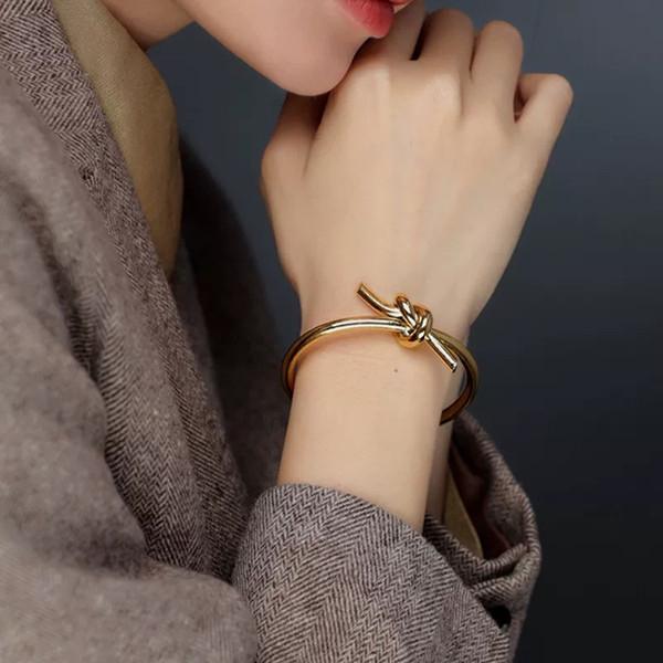 Petit bracelet beau bracelet de vent cool Bijoux printemps et en été nouveau designer français noeud design doré