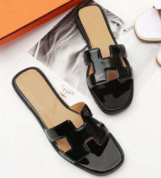 Boyutu 35-41 Kadın Tasarımcı Sandalet lüks slayt Deri tasarımcısı slaytlar Toz Torbası Tasarımcı Ayakkabı Lüks Slayt Yaz Geniş Düz Sandalet Terlik