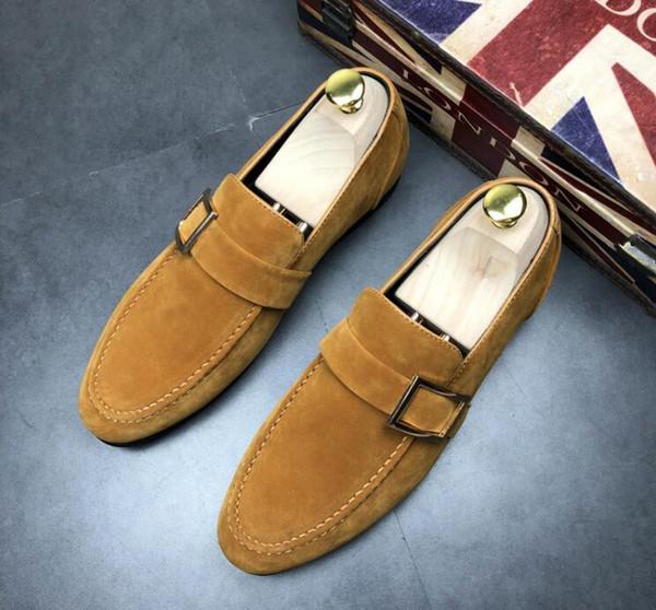NUEVO TOP Diseñador de lujo Mocasines de gamuza Zapatos de regreso a casa Slip-On Fondo rojo Zapatos de cuero con punta puntiaguda Zapatos de vestir Pisos transpirables