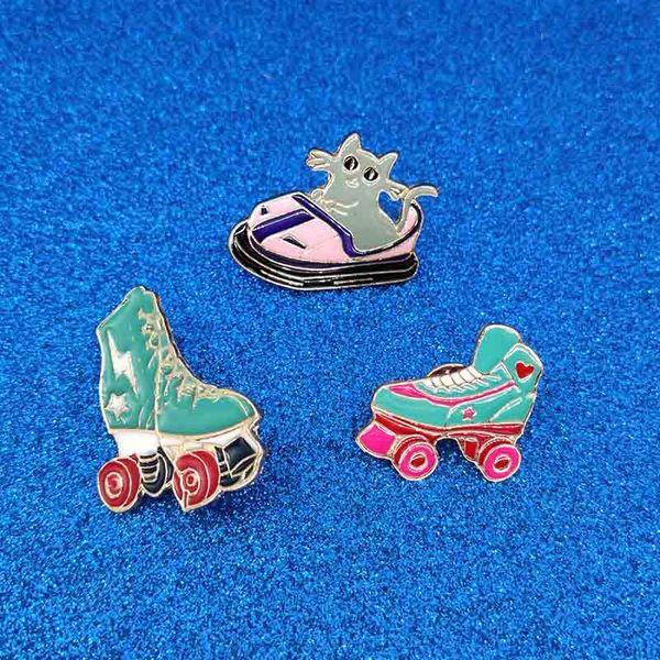 Cartoon Roller skates Cat brooch Kitten Bumper car Brooches Metal Green Enamel Pin Buckle Jacket Bag Shirt Pin Badge Jewelry drop ship