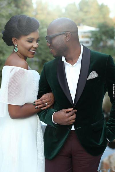 Groomsmen populares solapa chal dos botones (chaqueta + pantalón + corbata) Novios Esmoquin Groomsmen El mejor hombre traje Trajes de boda para hombre Novio AA08