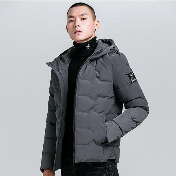 Otoño Invierno hombre chaqueta 2019 del nuevo del algodón acolchado gruesos abrigos negros Parka Slim Fit macho arrugó la chaqueta al aire libre a prueba de agua encapuchado