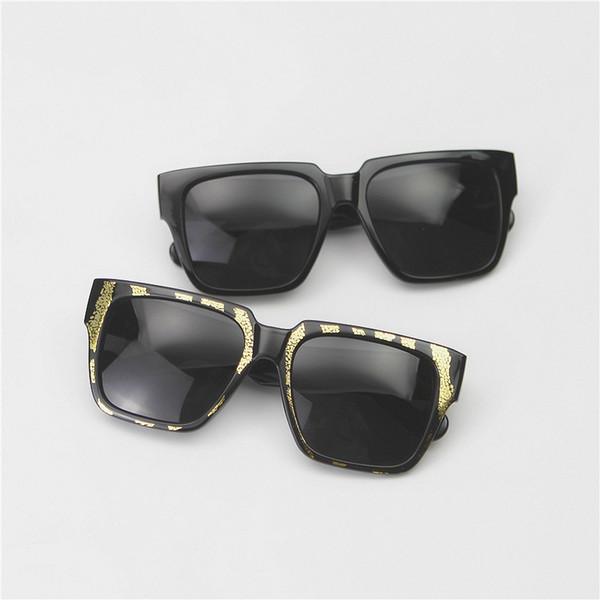 Nuovo top designer di lusso Occhiali da sole quadrati Massima qualità Classico telaio nero Cerniera in metallo Occhiali da sole di marca Moda Donna Occhiali da sole Specchio oversize