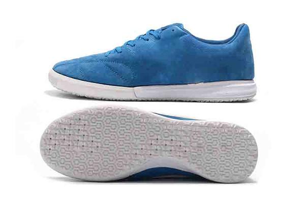 أزرق أبيض
