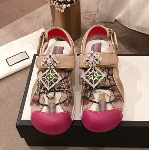 Klasik Sandalet Parlak Elmas Lady Yaz Kadın Unisex Tasarımcı Sandalet Taklidi Hakiki deri Seksi Rahat TPU Ayakkabı