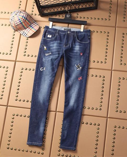oficiales de los nuevos hombres de calidad superior estilo de los pantalones vaqueros de la marca de la calle de hip hop clásico de los pantalones marea de lujo diseñador de moda del bordado de los pantalones vaqueros famosos