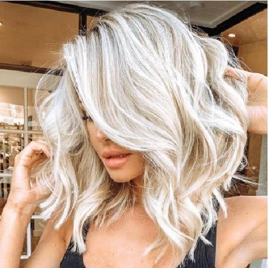 Großhandel Weiße Kurze Lockige Haare Perücken Lange Rolle Perücke Mittelteil Kleine Rolle Mais Heiße Perücke Haarteil Frauen Synthetische Perücken Von