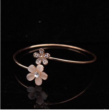 Fresh Small Daisy Hatch Bracelet A Cat's-eye Rhinestone Hand Korean snap Jewelry wholesale Woman Fund Fashion Accessories Girls charm Best