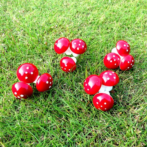 12 PC-Preis Red Christmas Kleine Pilz Anhänger Weihnachten dekorative Geschenkbaum-Anhänger