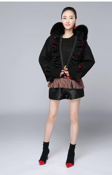 Giacca con volant nero in pelliccia sintetica