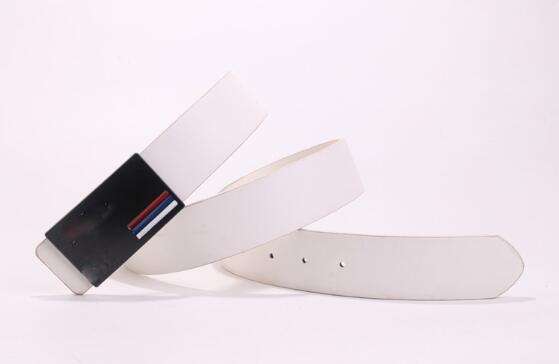 O Designer de Alta Qualidade Cinto de Couro dos homens Novos Negócios Marrom Botão Liso Forrado Rodada Katka Cinto com caixa