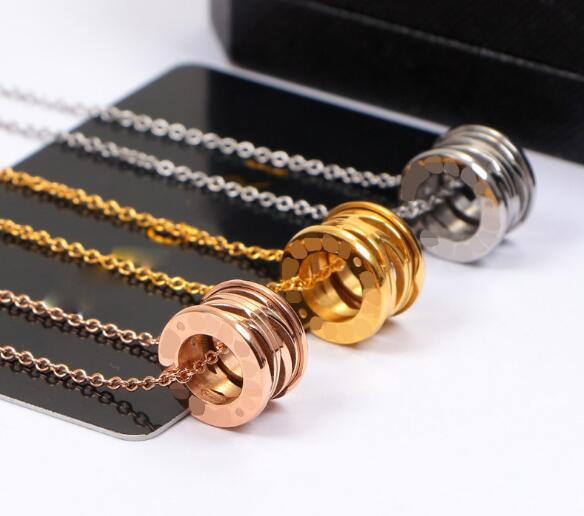 Luxury design hollow spring 18K ceramic necklace necklace lovers ornaments men and women titanium steel rose gold short chain wholesale