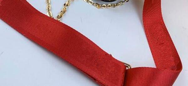 حزام أحمر