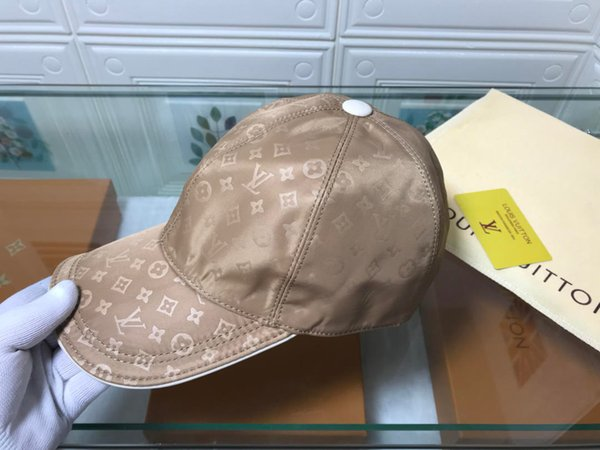 2019 new high quality men and women's hat j1981909