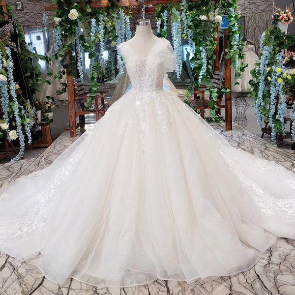2019 Latest Bohemian Wedding Dresses Shell Chest Sleeveless Open Keyhole Back Shing Sequins Hand Made 3D Flower Pattern Bridal Gown Bech