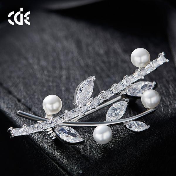 Branche rétro d'août branche court féminin littéraire accessoires minimalistes européens et américains broche en cristal