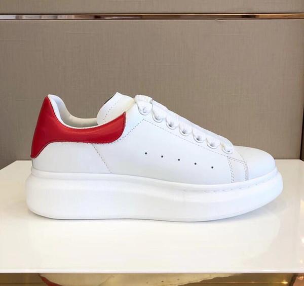 Atmungsaktiver Trend mit weitem Bein und weißen Schuhen. Übergroße Sneaker Herren Designer-Schnürschuhe mit runder Zehenspitze aus glattem Echtleder
