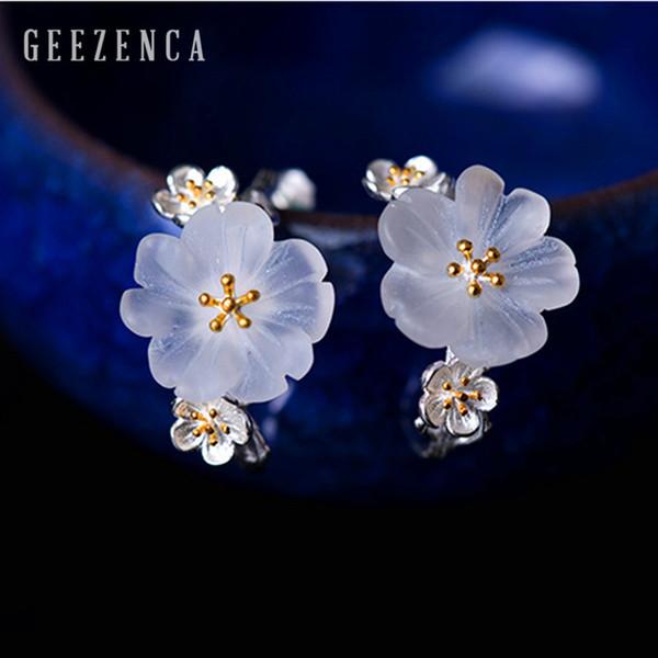 fiore bianco di prugna