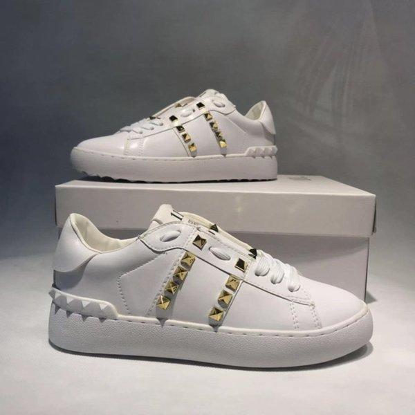 2019 New Valen Designer Women Rivets Flats Walking Shoes Top Quality Luxury Soft Leather Female Handmade White Sneakers Q-320